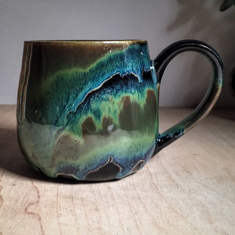 Bands of Obsidian and Seaweed on buff stoneware fired to cone 6 by Amanda Joy…