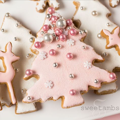 Pink Winter Wonderland Cookies - Collab with Haniela's! Christmas Sugar Cookies, Christmas Sweets, Noel Christmas, Pink Christmas, Christmas Goodies, Christmas Baking, Gingerbread Cookies, Christmas Presents, Christmas Crafts