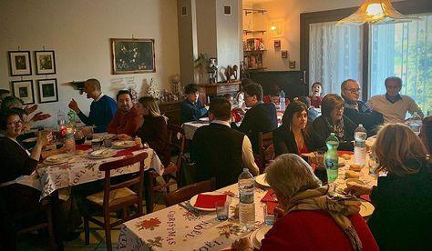 Merry Christmas from Brescia @brescia_foto #brescia #italia #italy #italy🇮🇹 #italian #turkish #italianfood #homemadefood #homemade #christmas #christmastime #famiglia #family #familytime #music #guitar #dance #beauty #life #love #together #smile #emotions #brescia #culture #cultures