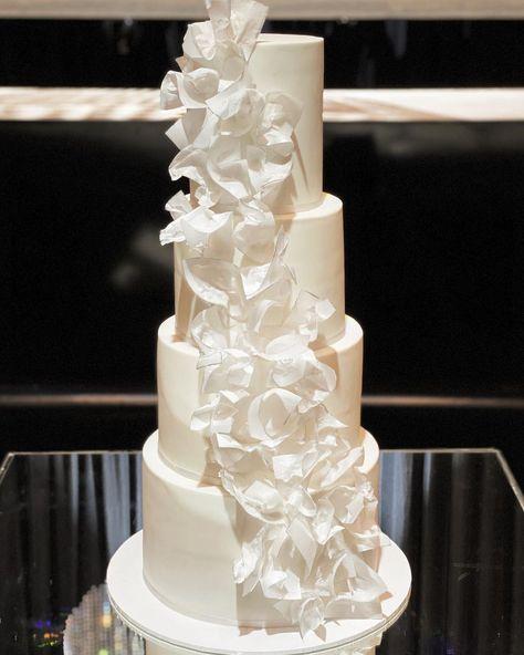 "Silver Lining Cake Designs on Instagram: ""Ruffles on ruffles ✨😍 . . . . . . . . .  . . . . . #happy #weddingdress #weddingday #love #instawedding #weddingparty #weddinginspo…"""