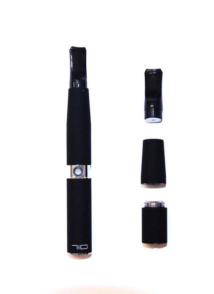 The extraordinarily amazing and pocket sized 710 Mini Pen Vaporizer supplies it's fortunate users with a stealth and compact mock up for convenient usage anywhere. It features an intelligently designed LCD monitor that precisely and accurately displays the vaporizing temperature for ultimate control and efficiency.