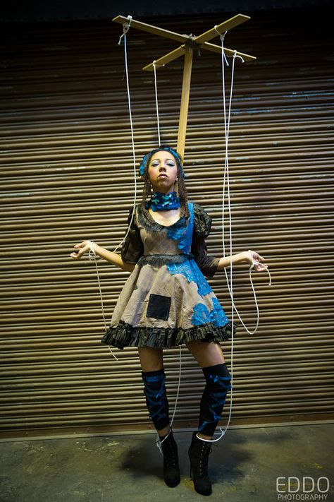 Cool Marionette Puppet Costume Idea for Halloween Creepy Costumes, Funny Costumes, Cool Halloween Costumes, Diy Costumes, Halloween Makeup, Puppet Costume, Marionette Puppet, Puppets, Wind Up Doll Costume