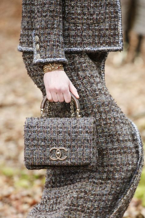 Chanel Bags : Accessori Moda Autunno Inverno 2018 2019 Best Of Accessori Moda Autunno Inverno 2018 2019 Best Of - Vogue.