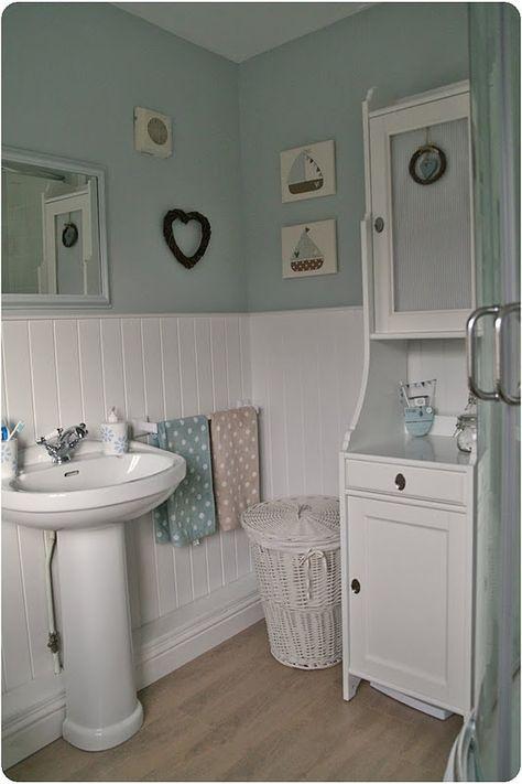 Blue/white bathroom, seaside theme, boats