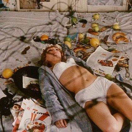 It's a food catastrophe. Juergen Teller, Daisies 1966, Cat Valentine, Film Inspiration, Film Aesthetic, Film Stills, Outerwear Women, Film Photography, Women Lingerie