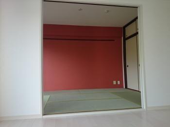 マンションの和室です 押入枠の塗装 畳 壁のアクセントクロス