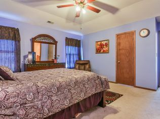 2448 Deerfield Dr Aurora Il 60506 Zillow Deerfield Home And