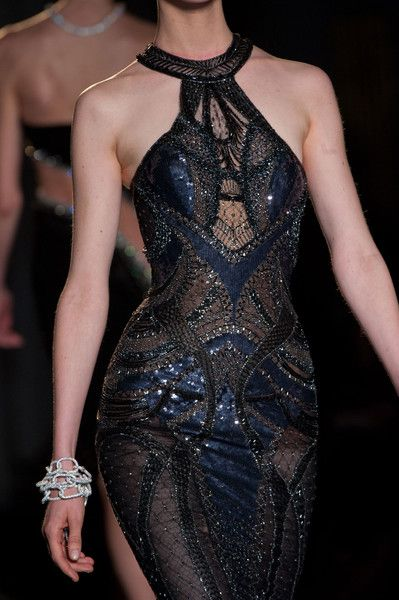 Detailed photos of Versace Atelier Haute Couture Autumn 2013 Style Haute Couture, Couture Fashion, Runway Fashion, High Fashion, Couture Details, Womens Fashion, Beautiful Gowns, Beautiful Outfits, Vestido Dress