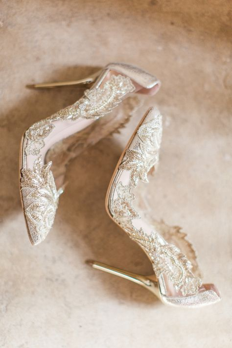 The prettiest wedding shoes,Gold bridal heels, wedding shoes inspiration Fancy Shoes, Pretty Shoes, Beautiful Shoes, Cute Shoes, Me Too Shoes, Bride Shoes, Prom Shoes, Shoe Boots, Shoes Heels