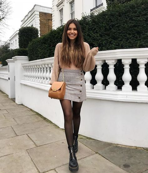 Simple Fall Outfits Ideas With Mini Skirt 04