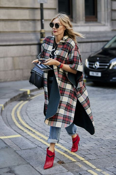 Attendees at London Fashion Week Spring 2019 - Street Fashion - Outfit Trends