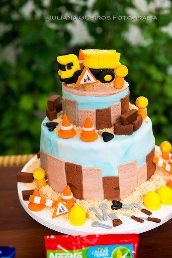 Gâteau d'anniversaire pour petit garçon bricoleur