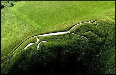 The oldest remaining white horse, and certainly the most beautiful, is probably the uffington horse, which is dated to the bronze age or early iron age, possibly over 3,000 years old. So local people have kept it cleared and told its stories as cultures and ideas have come and gone and changed over the centuries.