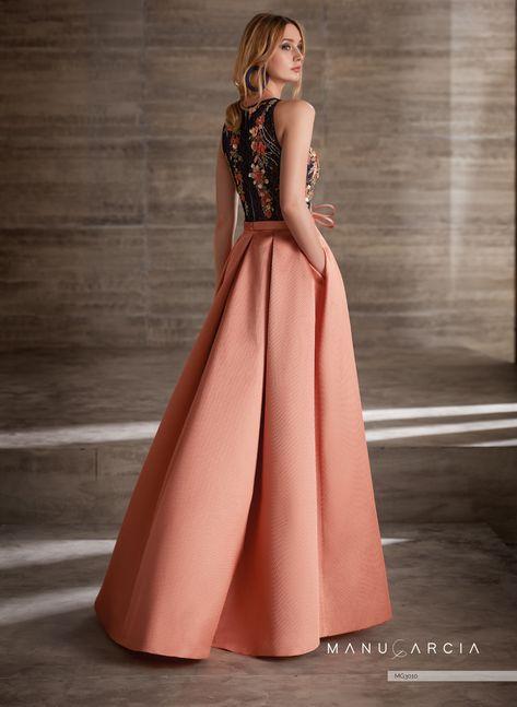 1327cdf30 Vestido de pique de seda con falda de vuelo con tablas y abertura en un  costado del vestido