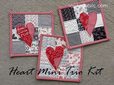 Valentine's Day is quickly approaching and it is so nice to have a little something to show your favorite people you care. This Heart Mini . Small Quilts, Mini Quilts, Lap Quilts, Mug Rug Patterns, Quilt Patterns, Canvas Patterns, Quilting Projects, Sewing Projects, Small Quilt Projects