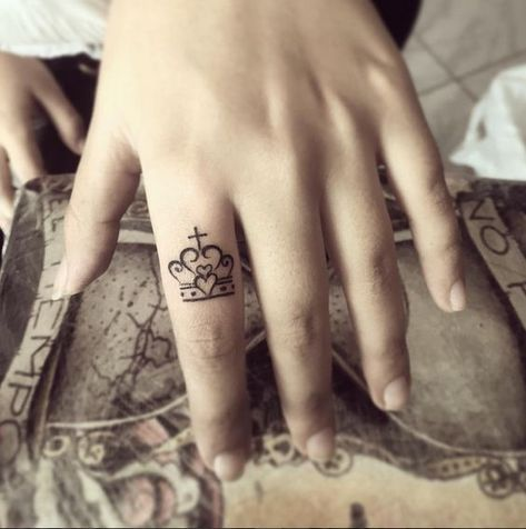 crown tattoo - queen crown tattoos - crown tattoos on hand. Explore more Tattoo ideas on positivefox.com    #crowntattoo #kingcrowntattoo #queencrowntattoos #tattooideas
