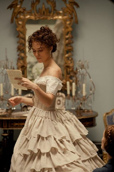Keira Knightley reads a letter as Anna Karenina in the Imperial Russia, the aristocratic Anna Karenina travels to Moscow to save the marriage of her brother Prince Oblonsky, who had a love affair with his housemaid. Anna meets the. Keira Knightley, Vestidos Vintage, Vintage Dresses, Fairytale Dress, Dark Fairytale, Fairytale Fashion, Princess Aesthetic, Fantasy Dress, Movie Costumes