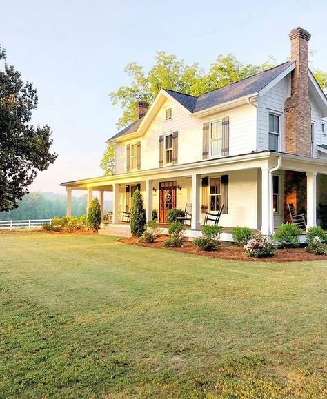 Farmhouse Style Inspiration – Colonial Farmhouse with Southern Flair – Farmhouse Plans Style At Home, Future House, Stommel Haus, Charming House, Farmhouse Plans, Farmhouse Style Homes, Country Farmhouse Exterior, Coastal Farmhouse, Farmhouse Decor