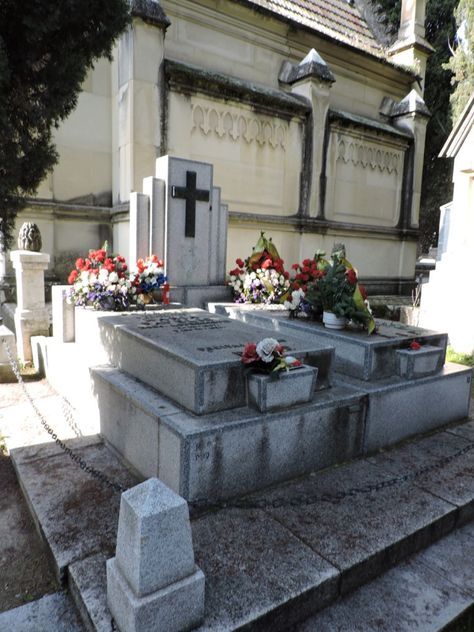 Tumba Ante Pavelic - Monumento funerario de la familia Pavelic