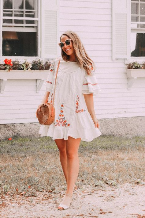 How To Balance Life Changes With The Highlight Reel Of Social Media, Social Media Realness, Wellness Blogger, Social Media Detox, Growing Up, Adulting, #Adulting, #SocialMedia, #SocialMediaDetox, #SocialMediaBreak, Pink Sunnies, Summer Style, Blogger Style