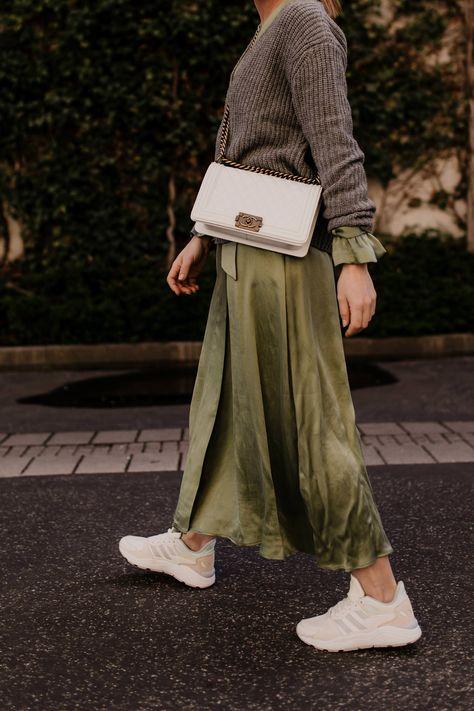 Sneakers zum Kleid: So klappt es mit dem schicken