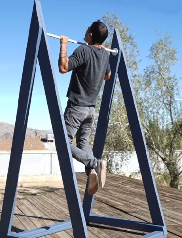 outdoor pull up bar diy Pull Up Bar Diy, Outdoor Pull Up Bar, Outdoor Gym, Diy Bar, Outdoor Workouts, At Home Workouts, Homemade Pull Up Bar, Outdoor Bars, Home Made Gym