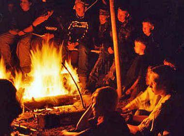 Indianergeschichten Am Lagerfeuer Im Feuertipi Horen Indianer Geschichte Indianerweisheiten