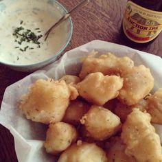 Fish and chips, echt comfortfood en superleuk om zelf te maken en de vis te frituren in bierbeslag. Naar recept van Donna Hay.