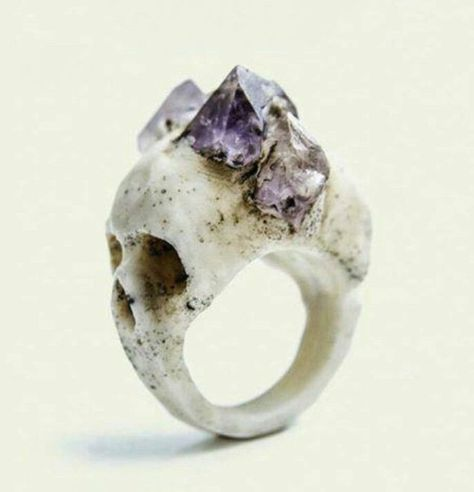 macabre skull ring, this is so pretty! I love the amethyst on the skull! Skull Jewelry, Jewelry Box, Jewelry Accessories, Jewelry Design, Unique Jewelry, Jewellery, Skull Rings, Witch Jewelry, Rock Jewelry
