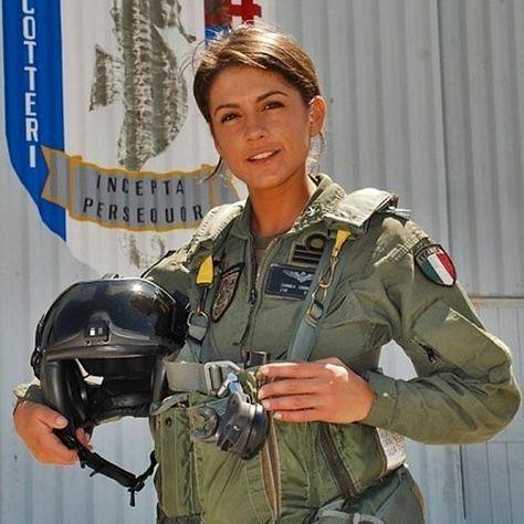 #Repost @marinamilitareofficial ・・・ Cosa aspetti?  #EntrainMarina Concorso Accademia Navale 2016 www.marina.difesa.it #pilotuniform