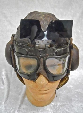 Lot # : 179 - WWII British RAF Flying Cap with Goggles www