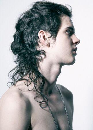 Męska Fryzura Długie Włosy Kręcone Fryzura W 2019 Curly