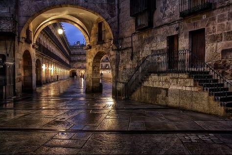 Salamanca in the night - Un trocito de la Plaza Mayor de Salamanca vista desde la salida de el Corrillo.