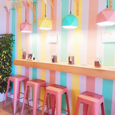 This ice cream shop is so adorable 💖 Madrid was filled with hidden gems, and I can't wait to be there during my winter break. Cafe Interior Design, Cafe Design, Store Design, Cupcake Shop Interior, Bakery Shop Interior, Restaurant Design, Bakery Design, Photo Restaurant, Ice Cream Business