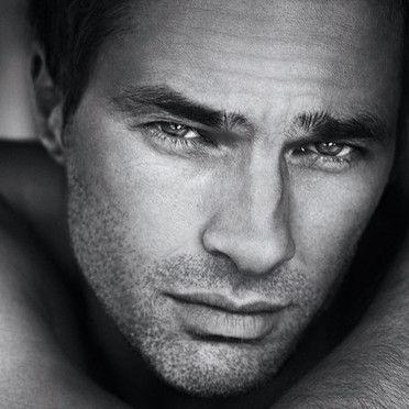 Photo de charme : Olivier Martinez sexy pour le parfum Yves Saint-Laurent