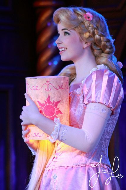 Wow, she's the best face character for Rapunzel I've seen!!!