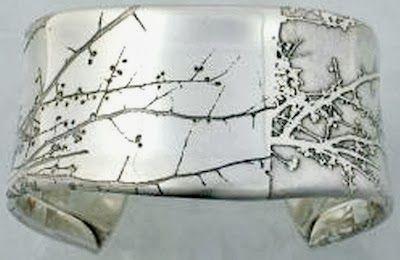 El Arte De La Orfebrería Y Joyería Grabado De Piezas De Joyería Con ácido Etched Jewelry Metal Jewelry Jewelry Art