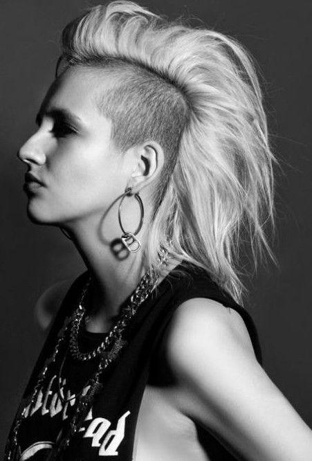 Punk Frisuren Fur Frauen Stilvolle Punk Hair Fotos Frisuren2019 Pixiefrisuren Bob Undercut Kurzefrisur Frisuren Schmales Gesicht Frisur Ideen Frisuren