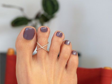 The advantage of the gel is that it allows you to enjoy your French manicure for a long time. There are four different ways to make a French manicure on gel nails. Cute Toe Nails, Cute Toes, Pretty Toes, Gel Nails, Manicure, Jamberry Nails, Beach Toe Nails, Shellac Toes, Fall Toe Nails