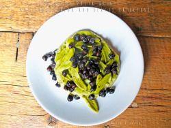 GREEN PASTA WITH ARTICHOKE CREAM AND BLACK CHICKPEASIngredients (for 2 people)For pasta- 180 g of spinach pasta- coarse salt to tasteFor artichoke cream- 3 artichokes- extra virgin olive oil to taste- salt to tasteFor chickpeas- 2 handfuls of dried chickpeas blacks- 1 clove of black garlic- chili powder to taste-extra virgin olive oil to taste- sale qbPASTA VERDE CON CREMA DI CARCIOFI E CECI NERIIngredientiPer la pasta- 180g di pasta agli spinaci- sale grosso qbPer la crema di carciofi- 3…