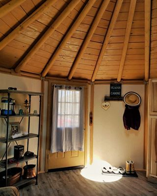 Features Freedom Yurt Cabins Building A House House Yurt