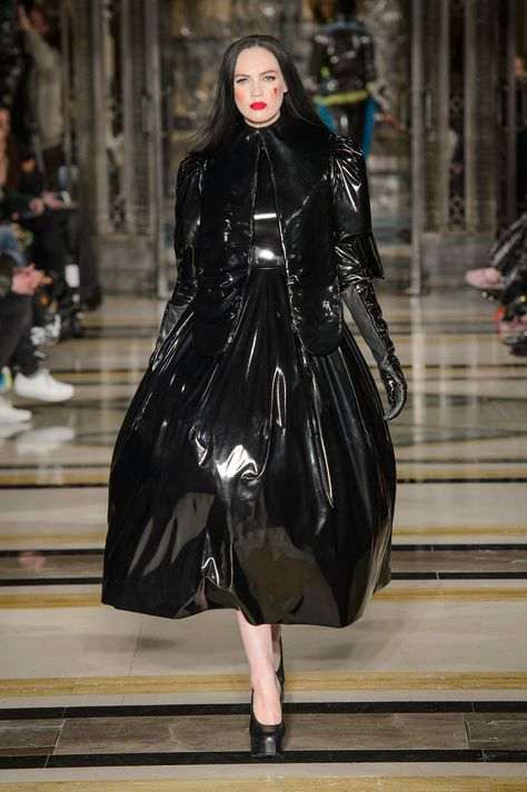 Pam Hogg Fall 2018 Runway Pictures Pam Hogg at London Fashion Week Fall 2018 - Runway Photos