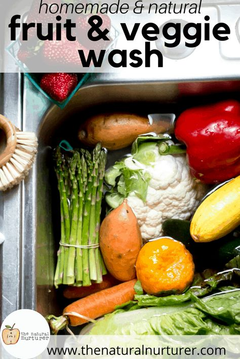 This easy homemade fruit and veggie wash is a great little trick for cleaning your produce when you bring it home and helping it to last longer! It is natural, inexpensive and made with something you probably already have in your kitchen. Healthy Toddler Meals, Healthy Snacks, Healthy Eating, Healthy Recipes, Toddler Food, Organic Fruit, Eating Organic, Fruit And Vegetable Wash, Limpieza Natural