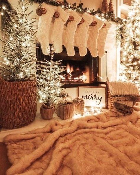 Modern Christmas Decor, Christmas Living Rooms, Christmas Bedroom, Christmas Fireplace, Christmas Aesthetic, Cozy Christmas, Christmas Knitting, White Christmas, Christmas Wreaths