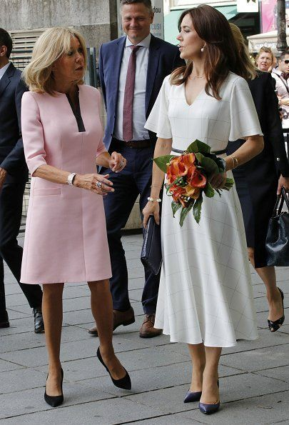Danish Crown Princess Mary Met With Brigitte Macron In Paris Princess Mary Crown Princess Mary Chic Summer Style