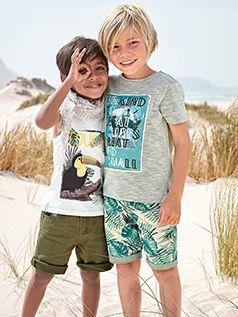 Safari dans les dunes, en route les jeunes aventuriers. Vertbaudet s'inspire de la faune et l'imprime sur ses t-shirts.