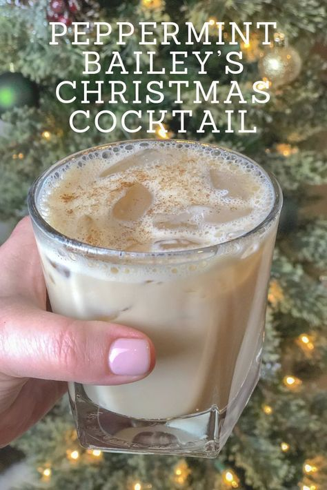 Peppermint Baileys Christmas Cocktail is the ULTIMATE Christmas drink. Original Baileys and Smirnoff Peppermint Vodka come together over ice with a sprinkle of cinnamon for an absolutely perfect holiday cocktail. This winter drink is the BEST and will give you alllll the feels! #whatchacookinggoodlooking #christmascocktails #holidaycocktails #holidaydrinks #baileys
