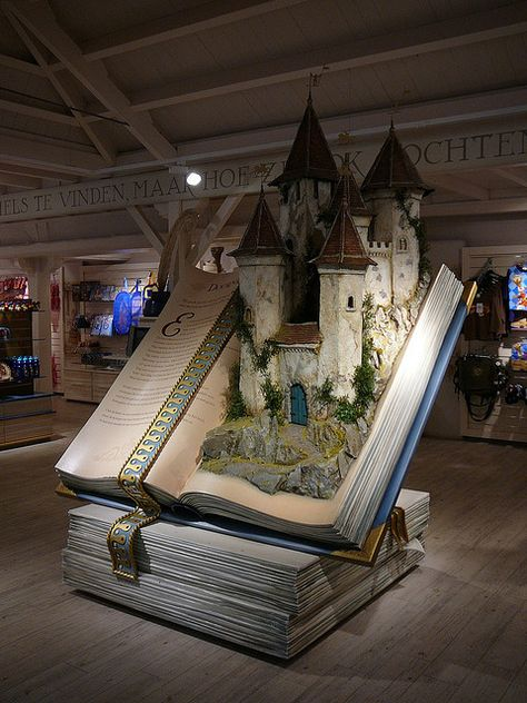 A fairy tale book display in a shop at the Efteling Theme Park in Kaatsheuvel, The Netherlands. Must replicate this for Fairy Tale party so that guests can appear to be stepping out of it. Book Art, Up Book, 3d Fantasy, Fantasy Cake, Book Nooks, I Love Books, Altered Books, Book Lovers, Fairy Tales