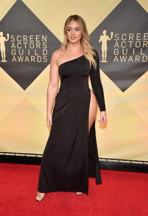 Model's stunning gown shows off cellulite on red carpet Iskra Lawrence wore a long, black, asymmetrical dress with a waist-high slit that revealed a flash of hip and thigh. 'Cell-U-Lit up the red carpet'