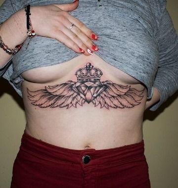 tatuajes de diamantes con alas para mujer